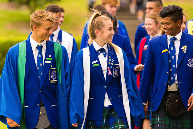 Saint Kentigern College students walking together on the way to the library